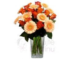 Mixed bouquet of roses and gerberas